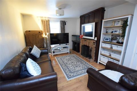 3 bedroom semi-detached house - Hainault Road, Collier Row, RM5