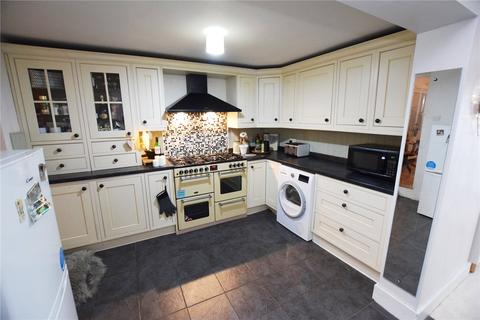 3 bedroom semi-detached house for sale - Hainault Road, Romford, RM5