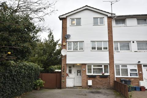 4 bedroom end of terrace house for sale - Clive Road, Bedfont, Middlesex, TW14
