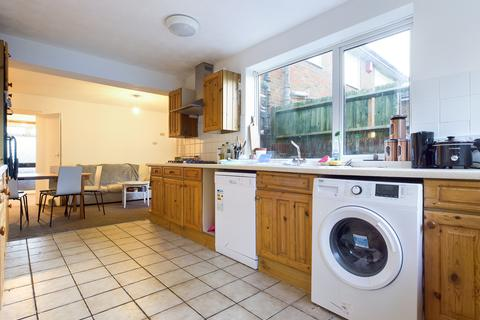 7 bedroom semi-detached house to rent - Isfield Road, Brighton BN1