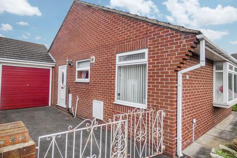 2 bedroom bungalow for sale - Laburnum Close, Sunderland, Tyne and Wear, SR4 0JJ