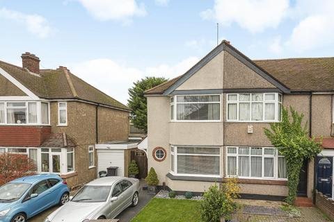 3 bedroom end of terrace house - Carlyle Avenue, Bromley