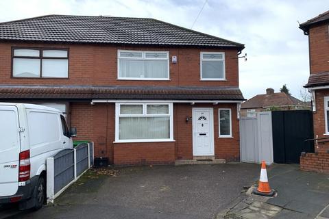 3 bedroom semi-detached house - Holmleigh Avenue, Blackley