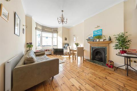 2 bedroom flat - Gloucester Terrace, W2
