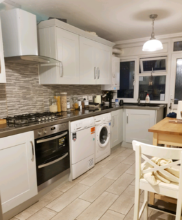 4 bedroom house share to rent - Spacious Double Room to Rent in Homedale House, Sutton SM1,Only For Single Professionals.