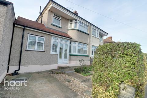 3 bedroom semi-detached house for sale - Heather Way, Romford