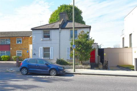 2 bedroom semi-detached house - Dixey Cottages, East Finchley, N2