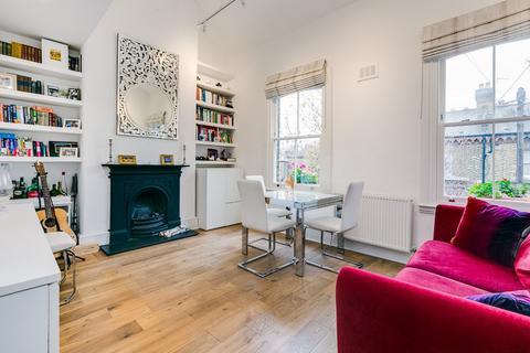 2 bedroom maisonette for sale - Grayshott Road, London