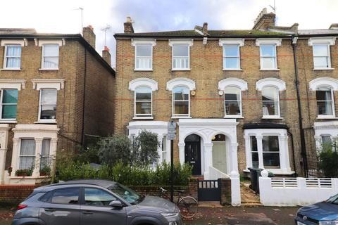 4 bedroom end of terrace house - Lancaster Road. Stroud Green