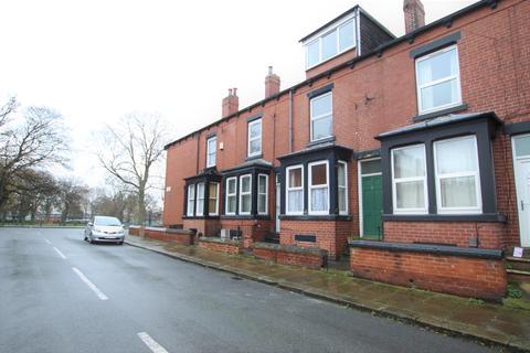 4 bedroom terraced house to rent - Parkfield Road, Beeston, Leeds, LS11
