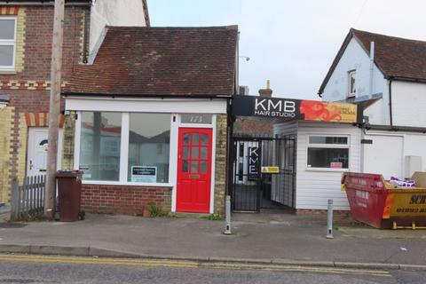 Shop to rent - Commercial Road, Paddock Wood