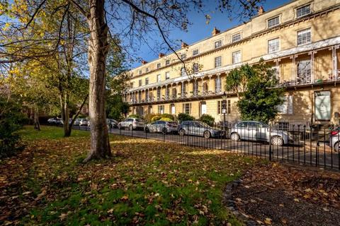 2 bedroom apartment - Oakfield Road, Clifton