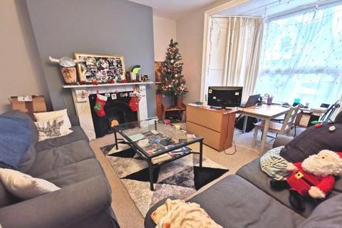 2 bedroom flat to rent - Eaton Crescent, Uplands