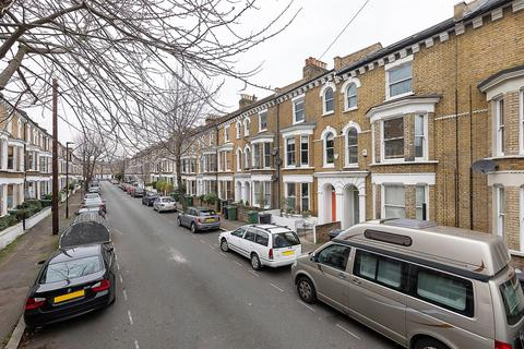3 bedroom flat - Chantrey Road, SW9