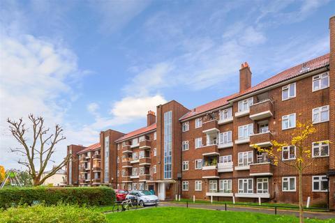5 bedroom flat - Lindley Estate, London