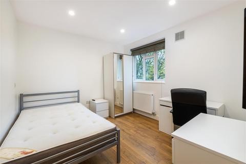4 bedroom flat - Lindley Estate, London