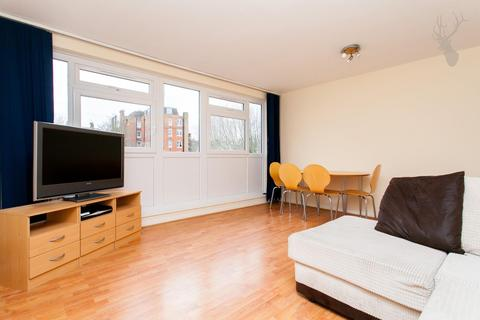 3 bedroom flat to rent - Whitton Walk, London