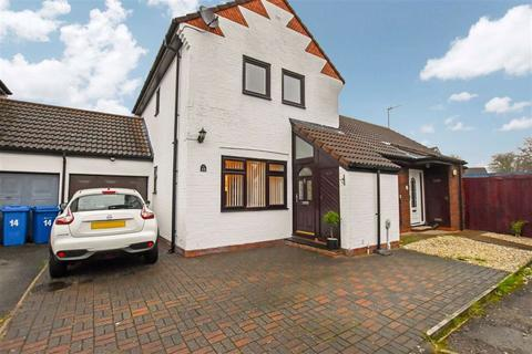 3 bedroom semi-detached house for sale - White House Close, Willerby, East Riding Of Yorkshire