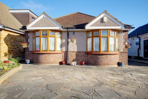 3 bedroom detached bungalow for sale - Fairview Avenue, Rainham, RM13