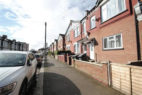 4 bedroom terraced house to rent - Hornsey