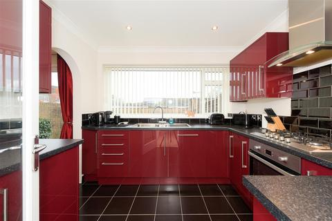 3 bedroom house for sale - Rathgar Close, Redhill