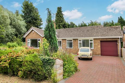 3 bedroom bungalow for sale - Castle Hill, Welbourn, Lincoln