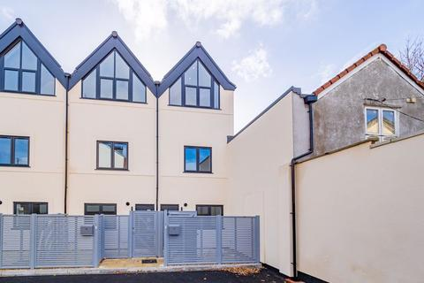 3 bedroom end of terrace house for sale - Victoria Court, Bristol
