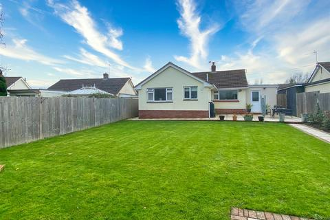 3 bedroom detached bungalow - Home Farm Road, Fremington, Barnstaple