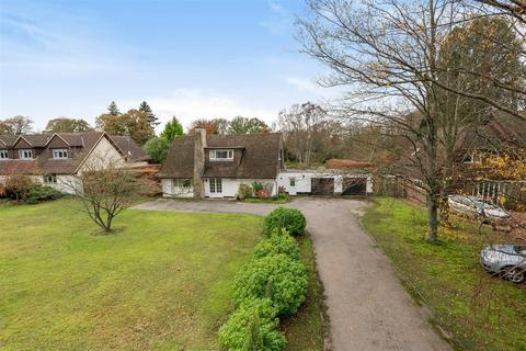 3 bedroom detached house for sale - South Road, Liphook