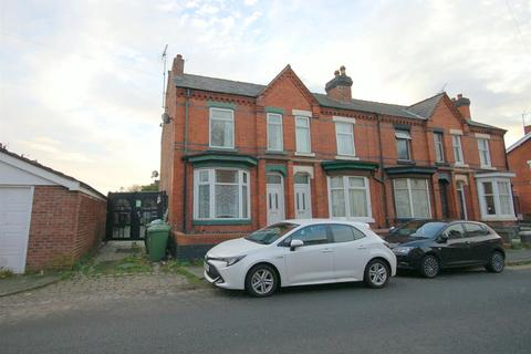 3 bedroom end of terrace house for sale - Alton Street, Crewe