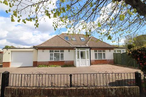 4 bedroom detached bungalow for sale - Crossmead Avenue, New Milton, Hampshire