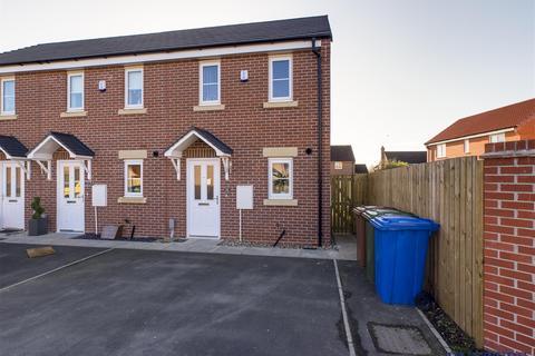 2 bedroom end of terrace house - Grainger Drive, Pocklington, York, YO42 2ST