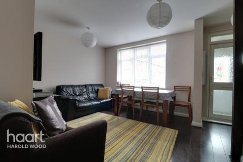 2 bedroom terraced house for sale - Daventry Road, Romford