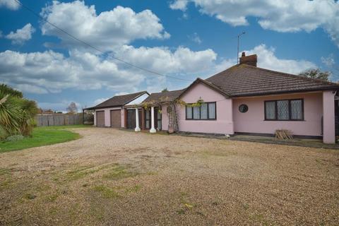 2 bedroom detached bungalow for sale - Garlands Bungalows, Mundon Road, Mundon, Maldon, Essex, CM9