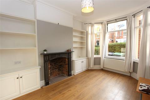 2 bedroom flat - Lyndhurst Road, Wood Green, London, N22