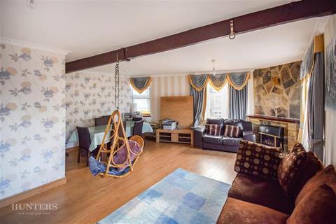 4 bedroom flat to rent - Woodhead Road, Bradford, BD7 2BL