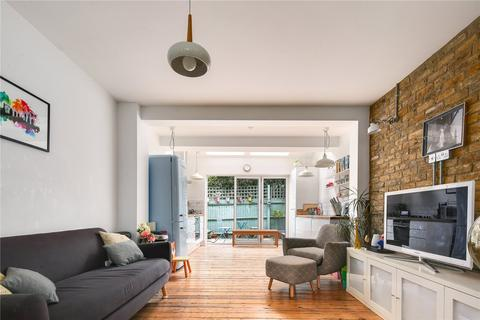 2 bedroom terraced house for sale - Douro Street, Bow, London, E3