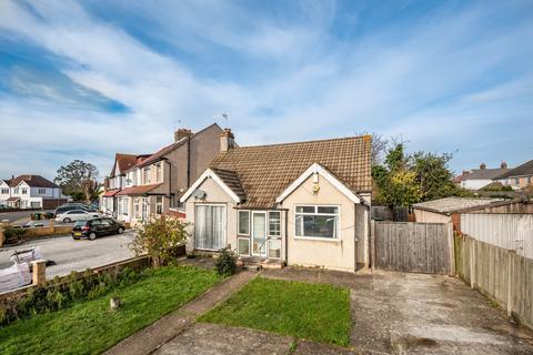 4 bedroom bungalow for sale - Bedonwell Road London SE2