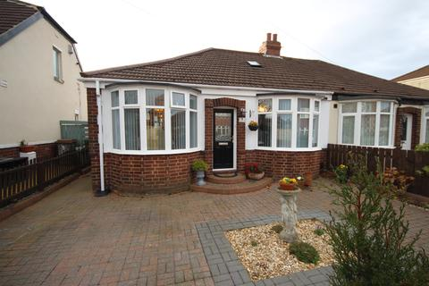 2 bedroom semi-detached bungalow for sale - Cambo Avenue, West Monkseaton, Whitley Bay, NE25 9DJ