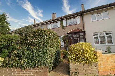 3 bedroom terraced house for sale - Front lane, Upminster, Essex, RM14