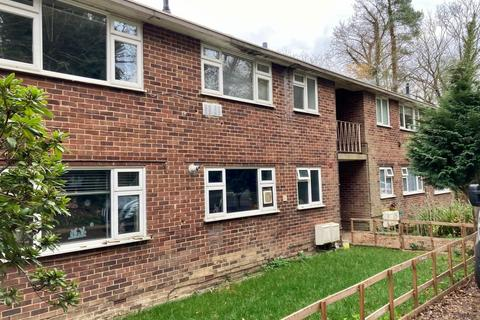 2 bedroom apartment to rent - The Dell, Horley