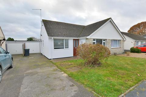2 bedroom bungalow for sale - Coppice Avenue, Ferndown, BH22 9PX