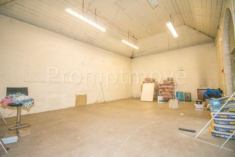 Warehouse to rent - Hitchin Road, Luton LU2