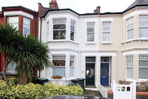 3 bedroom flat - Greenham Road, London
