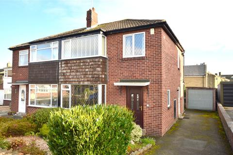 3 bedroom semi-detached house - Thornhill Grove, Calverley, Pudsey