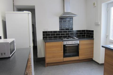 4 bedroom terraced house - Laura Street, Treforest