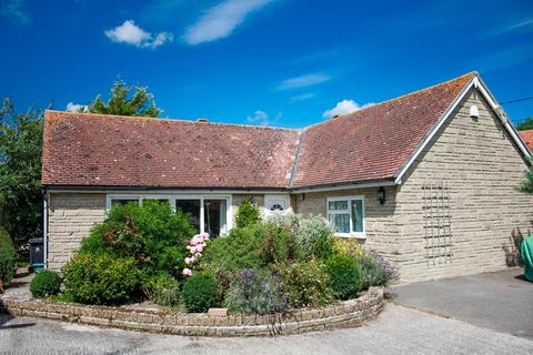 3 bedroom detached bungalow for sale - Pleck, Marnhull