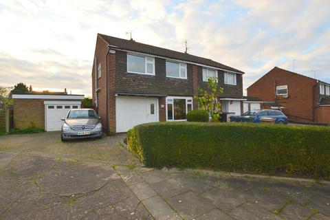 3 bedroom semi-detached house - Stanmore Crescent, Luton, Bedfordshire, LU3 2RJ