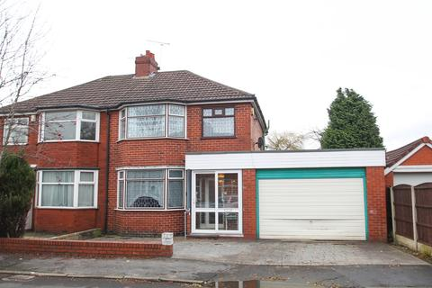 3 bedroom semi-detached house for sale - Malvern Avenue, Urmston, Manchester, M41
