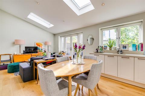 2 bedroom flat to rent - Ennismore Avenue, Chiswick, London